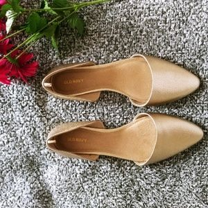 Old Navy Gold pointed flats sz 10 (A16)